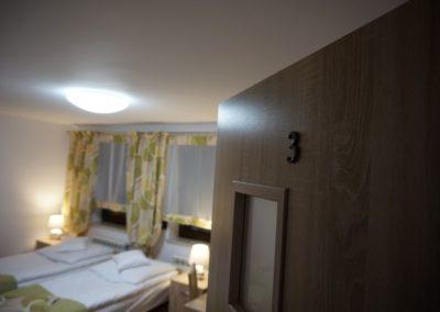 Pokoje w Ślesinie-pokój3-Gościniec (1)