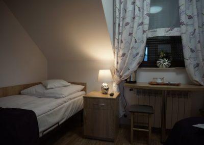 Pokoje w Ślesinie-pokój5-Gościniec (2)